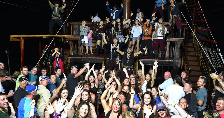 Icmeler Pirate Party Boat