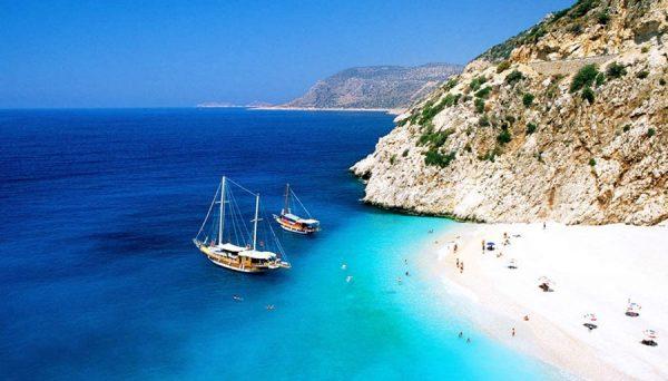 Does Antalya have sandy beaches