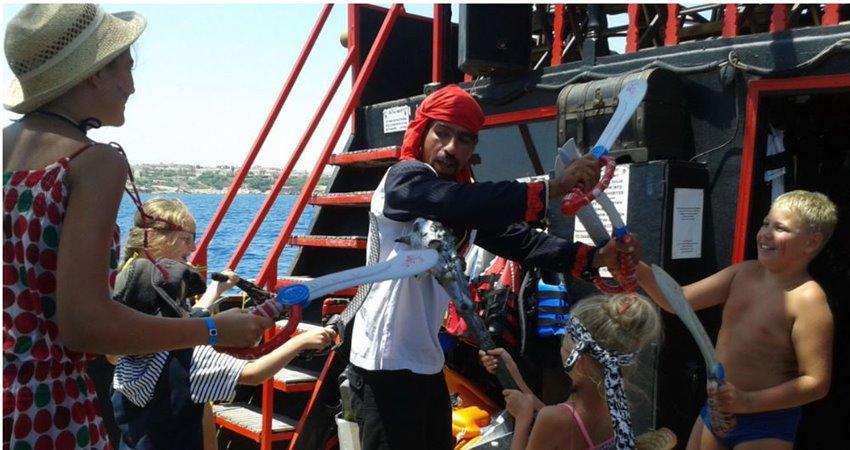 bodrum pirate boat trip