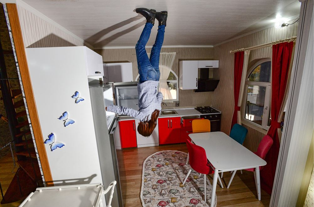 upside down house photo experience